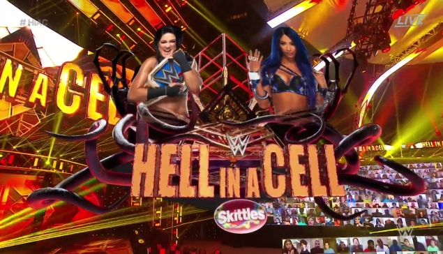 Hell in a Cell : Bayley et Sasha Banks régalent