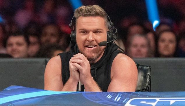 Pat McAfee rejoint la table des commentateurs de SmackDown